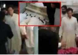 Imran Khan criticized for prostrating at Baba Farid's shrine
