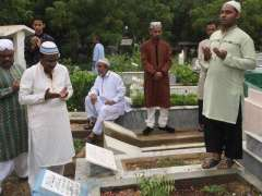 Citizens visit graveyards to remember their loved ones on Eid
