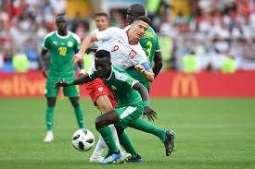 رئيس الاتحاد البحريني لكرة القدم يشيد بأداء الطاقم المونديالي في مباراة بولندا والسنغال