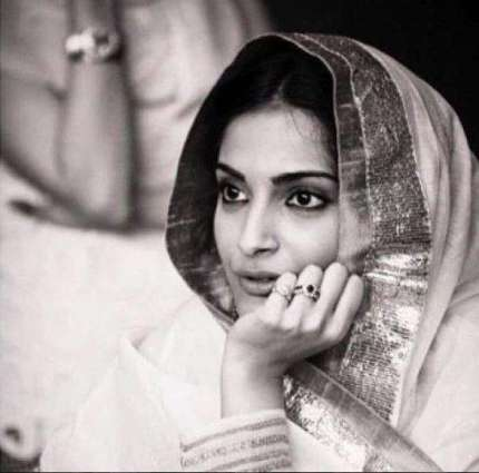 Anand tries downplaying Sonam's breathtaking picture on birthday