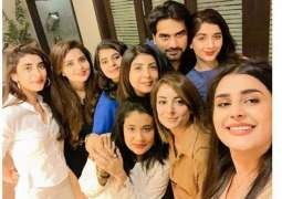 Kubra Khan shares a selfie with JPNA 2 girls and Humayun Saeed