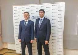 وزير الإعلام يلتقي وزير الإعلام والاتصال الروسي