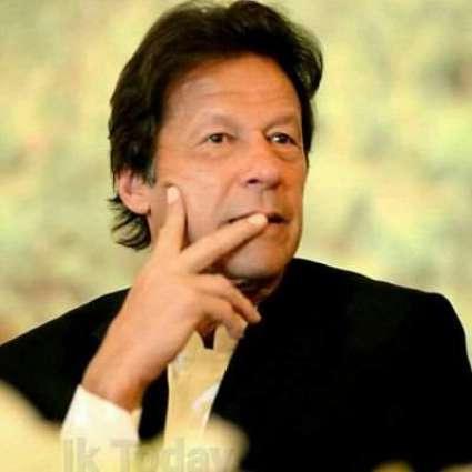 Youth offers 'Pan' to Imran Khan during Karachi visit