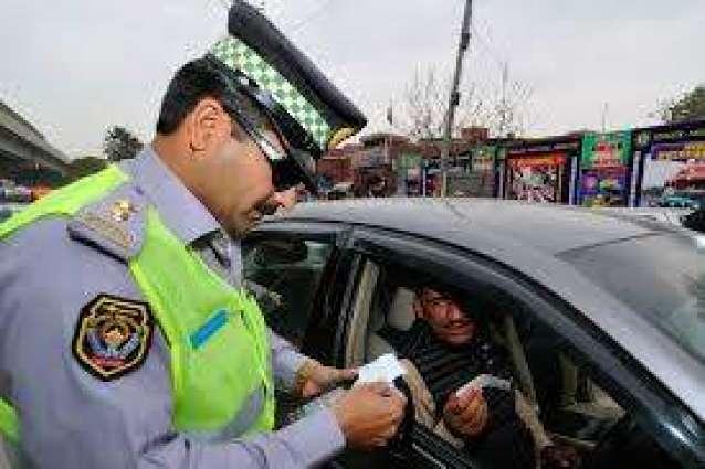 Man films traffic warden taking bribe, video goes viral