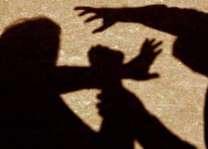 والد نے 13ورھیاں دی دھی نوں زیادتی دا نشانہ بنا دتا بشیر نے اپنی دھی نوں گھر وچ کلا ویکھ کے ہتھ پیر کپڑے نال بنھ کے زیادتی کیتی