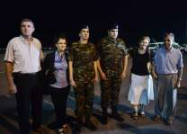 Two Greek soldiers return home after Turkey release