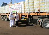 UAE sends 17-truck convoy laden with 12,000 food baskets to AD-duraihmi, Yemen