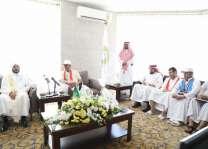وزير الشؤون الإسلامية يزور ذوي شهداء رجال الجيش والشرطة المصريين في مقر اقامتهم بمكة المكرمة