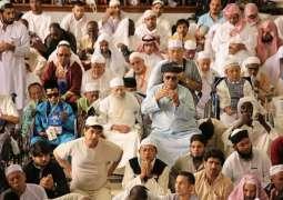 ضيوف الرحمن يؤدون صلاة الجمعة بالمسجد النبوي