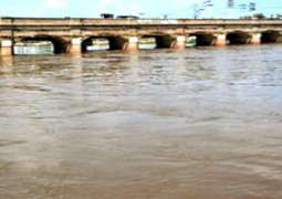 River Indus flows in low flood: FFC
