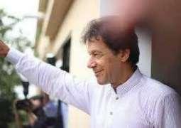 عمران خان نے اپنے عہدے دا حلف چُکدے ای پہلی برطرفی کر دتی