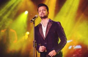 جشن آزادی دی پریڈ وچ عاطف اسلم نوں بھارتی گانا گانا مہنگا پے گیا