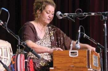 Famous Ghazal singer Munni Begum mesmerizes audience at Rawalpindi Arts Council