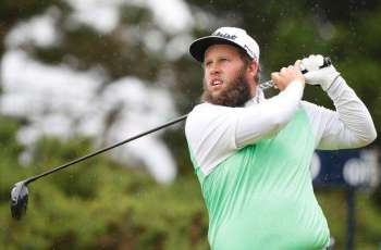 'Beef' steals show with quick change, Olesen moves into contention