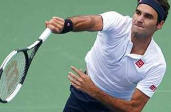 Federer strikes down fellow Swiss to reach Cincy semis