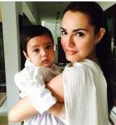 Nadia Hussain curses women denouncing mother's reaction in PIA flight