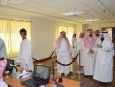 وكيل جامعة الملك عبدالعزيز للشؤون التعليمية يتفقد آلية القبول بفرع رابغ