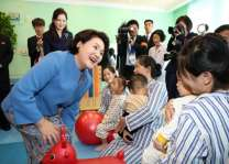 S. Korea's first lady visits after-school education facility