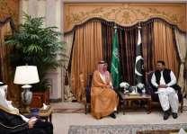 وزير الإعلام يلتقي نظيره الباكستاني