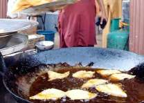 Sale of unhygienic food items, beverages goes unchecked in Islamabad