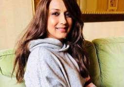 Sonali Bendre gets a wig for herself as she battles cancer