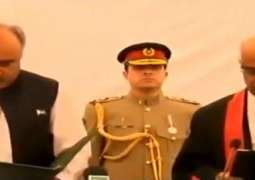 Shah Farman takes oath as 32nd Governor KP