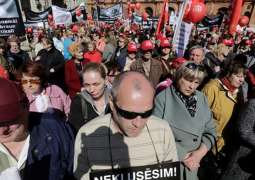 Thousands Rally in Riga Against Switching Russian-Language Schools to Latvian