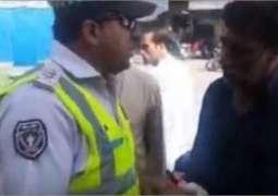 پشاور دی ٹریفک پولیس اک وار فیر چھا گئی