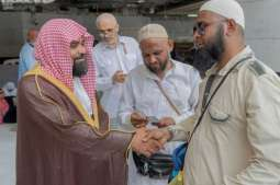 هيئة المسجد الحرام تعمل على توعية وتثقيف ومساعدة المعتمرين والزائرين في أداء نسكهم من خلال تجنيد 284 عضواً وإدارياً