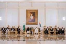 ولي عهد أبوظبي يلتقي رئيس وزراء باكستان