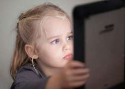 Eye specialists warns parents to protect kids' eyes from too much screen time