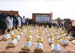 سفارة الدولة توزع مساعدات غذائية على متضرري الجفاف بموريتانيا