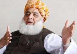 لچے لفنگے حکومت کر رہے نیں:مولانا فضل الرحمان