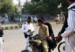 68 held for traffic rules violation in city Karachi