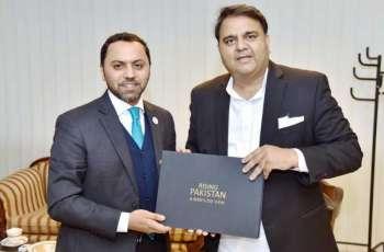 سفير الدولة في إسلام آباد يلتقي وزير الإعلام الباكستاني