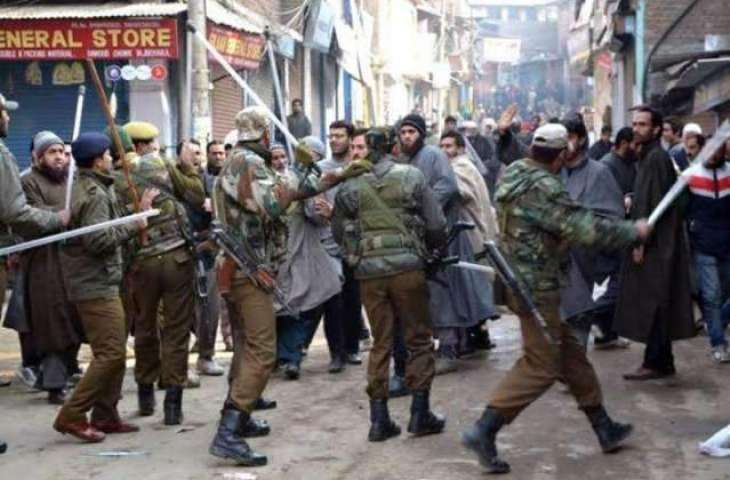 Indian forces use brute force on protesters in Srinagar