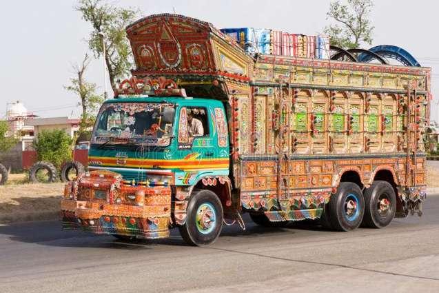 فیصل آبا وچ ڈرائیور نے ٹرک لٹیریاں اُتے چڑھا دتا' 2 ہلاک' 1 فرار