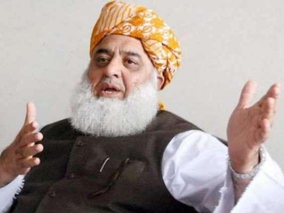 لچے لفنگے حکومت کر رہے نیں:مولانا فضل الرحمان  میرا ضمیر نہیں مندا حکومت ہے اے، اک مہینے وچ بہت مہنگائی کر دتی گئی:گل بات