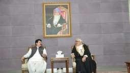 رئيس مجلس الشيوخ الباكستاني يصل إلى سلطنة عمان في زيارة رسمية