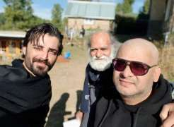 Hamza Ali Abbasi snaps a selfie from the sets of Alif