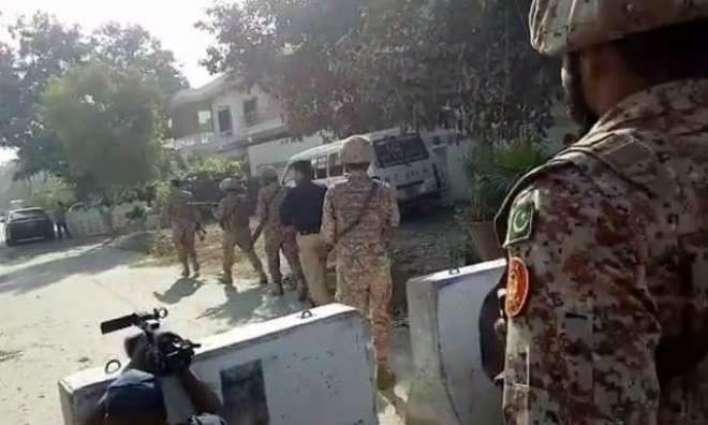 چینی قونصلیٹ اُتے حملا کرن والا سرکاری ملازم نکلیا  حملا آور عبدالرزاق دا تعلق بلوچستان دے علاقے خاران توں اے:رپورٹ