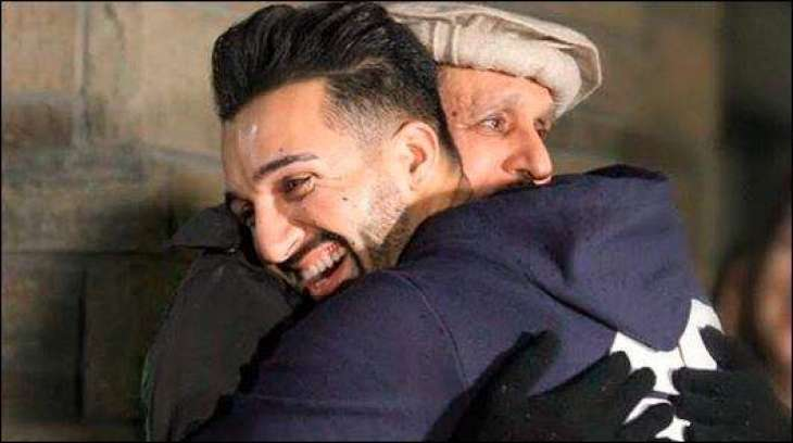 Sham Idrees gifts his father Mercedes and his reaction is priceless