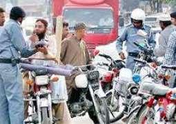 لاہور وچ بغیر ہیلمٹ موٹر سائیکل سوار خوار ہوگئے