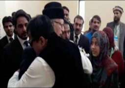 Model Town case: Gullu Butt hugs Dr Tahir ul Qadri in Supreme Court