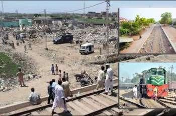 Karachi Metropolitan Corporation removes encroachments on track of circular railway