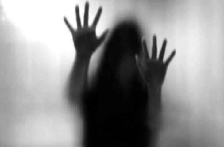 کار ویچن آن والی سوانی نال شو روم دے مالک دی زیادتی، ویڈیو وی بنا لئی