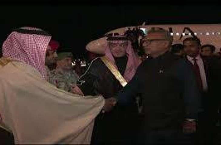 صدر ڊاڪٽر عارف علوي پاران مدينه منوره ۾ روضه رسول صه تي حاضري