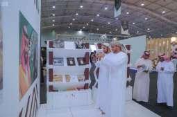 مكتبة الملك عبدالعزيز ترسم المشهد الحضاري بالألوان وتجذب الزوار بأنشطتها التفاعلية