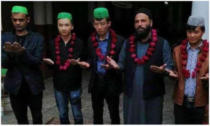 سبحان اللہ!چین توں آئے 4چینی باشندیاں نے اسلام قبول کرلیا اسلام قبول کرن مگروں اپنے اسلامی ناں محمد ابوبکر، محمد عمر، محمد عثمان تے محمد علی رکھ لئے
