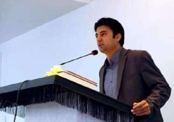 عمران خان مگروں مخالف وی مراد سعید دیاں تعریفاں کرن لگے مراد سعید نوجوان سیاستدان نیں تے بہت ذہین بندے نیں، مینوں اوہناں دا جذبہ وی چنگا لگا اے:سابق وزیر اعظم راجا پرویز اشرف